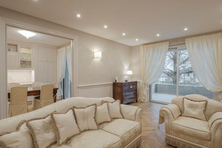 Quadrifamiliare <q>IL QUADRIFOGLIO</q> – Appartamento stile CLASSICO 2P COSTRUZIONI srl Soggiorno classico
