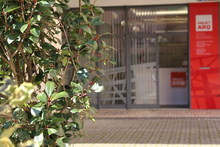 Frente do gabinete Projetarq PROJETARQ Edifícios comerciais modernos Cinza