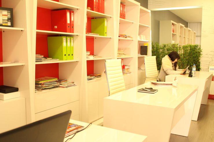 Espaço das secretarias PROJETARQ GabineteArmários e estantes