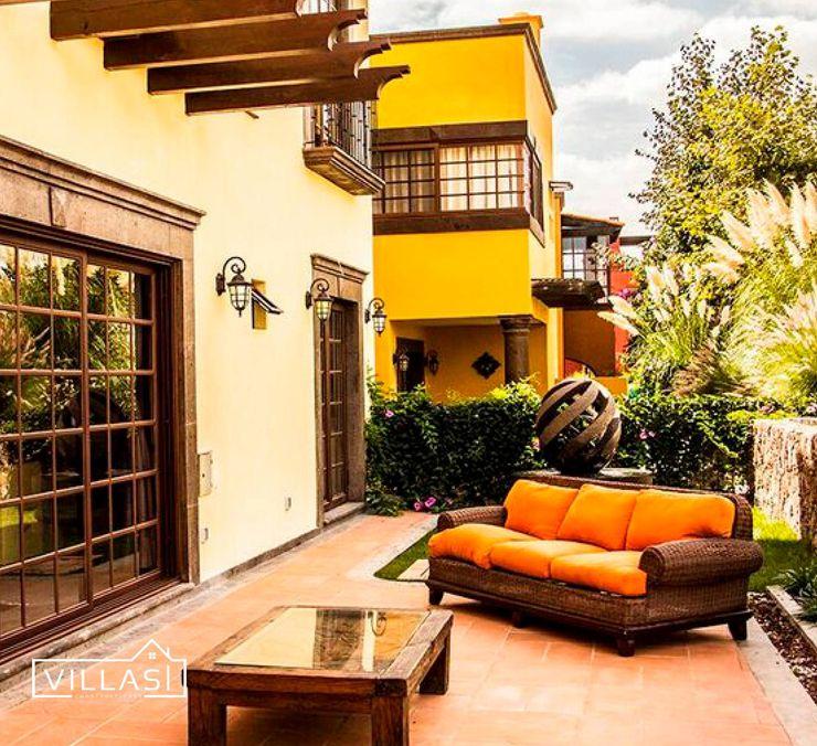Villa Golden en San Miguel de Allende VillaSi Construcciones Balcones y terrazas rústicos