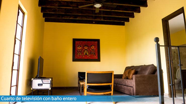 Sala de TV VillaSi Construcciones Estudios y despachos rústicos