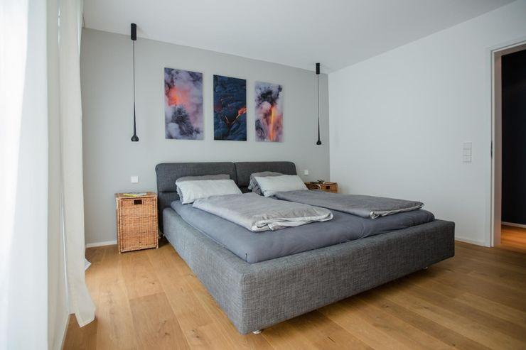 Schlafzimmer BPLUSARCHITEKTUR Moderne Schlafzimmer