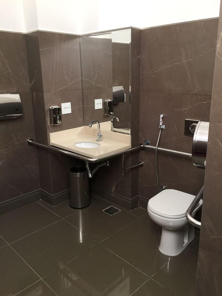Carlos Eduardo de Lacerda Arquitetura e Planejamento Classic style bathrooms