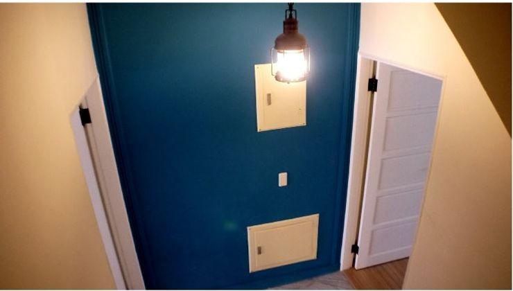 改造後的電路箱牆面 奕禾軒 空間規劃 /工程設計 Modern walls & floors Blue