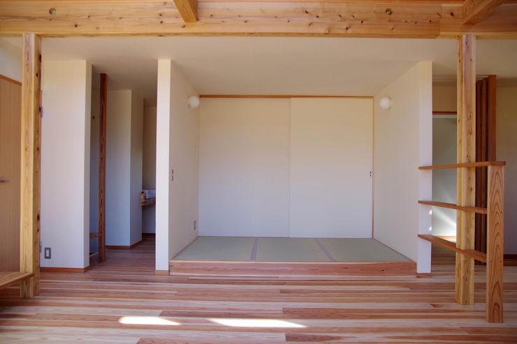 環境創作室杉 Salle multimédia minimaliste