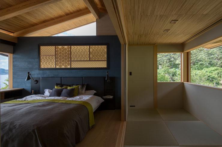 田浦の週末住宅 寝室 RON DESIGN オリジナルスタイルの 寝室 砂岩 青色