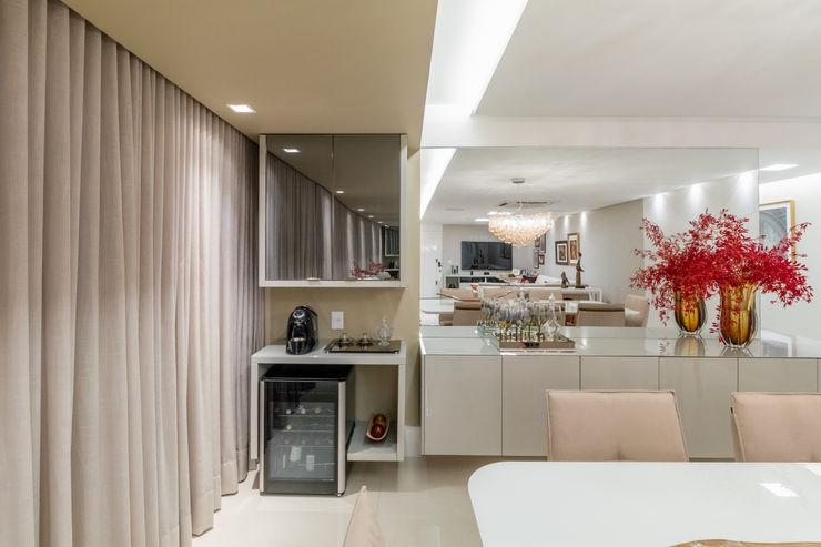 Café/ Apoio/ Aparador/ Armário Arquitetura Sônia Beltrão & associados Salas de jantar modernas