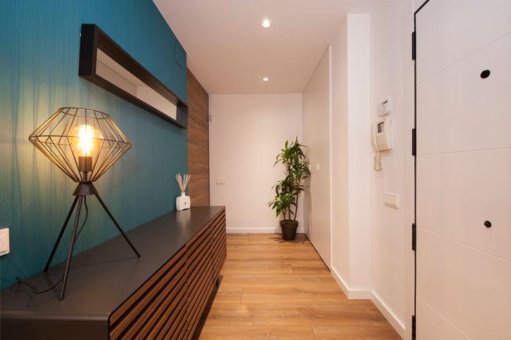 Recibidor Sincro Pasillos, vestíbulos y escaleras de estilo moderno Azul