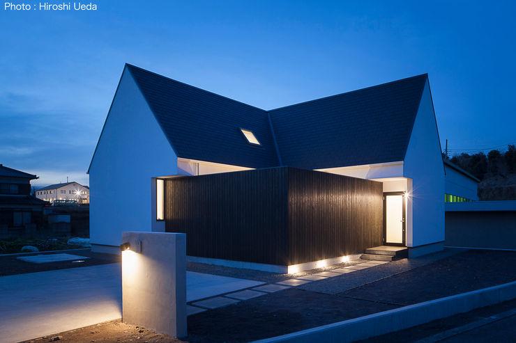 シンプルデザイン住宅 夕景外観 石川淳建築設計事務所 木造住宅 白色