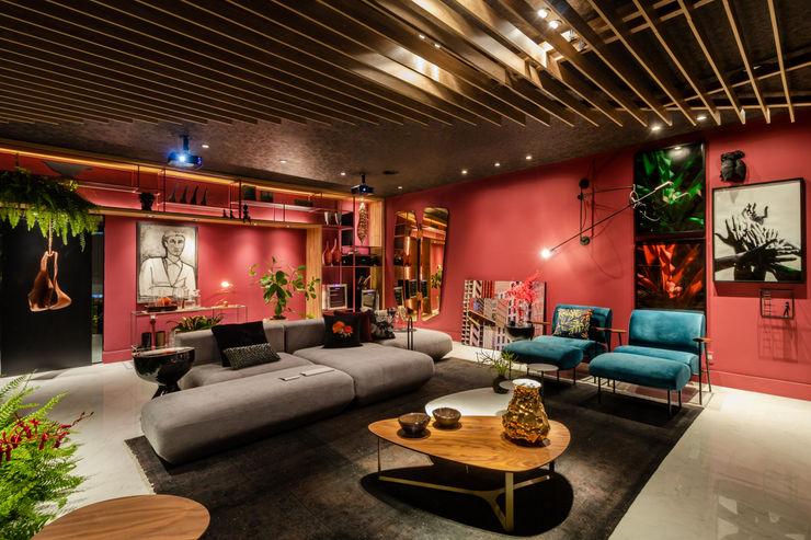 Sala da Imagem e do Som | Casa Cor PE 2018 |Design Arquitetura Sônia Beltrão & associados Salas de multimídiaMobiliário Madeira Vermelho