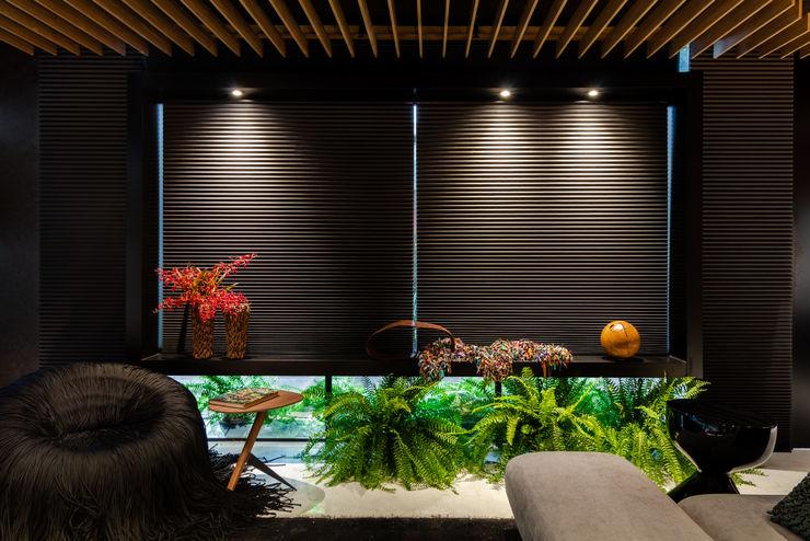 Sala da Imagem e do Som   Casa Cor PE 2018  Design x Tecnologia x Natureza Arquitetura Sônia Beltrão & associados Janelas e portasDecoração de janela Preto