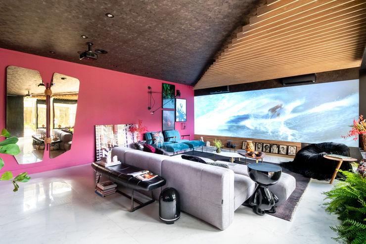 Sala da Imagem e do Som   Casa Cor PE 2018   Design no Forro Arquitetura Sônia Beltrão & associados Salas de multimédiaArrumação Vermelho