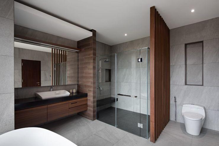 Gio House Setraduta CV Berkat Estetika Kamar Mandi Modern Batu Wood effect