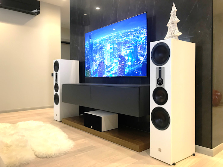 Tele-Art Minimalist living room
