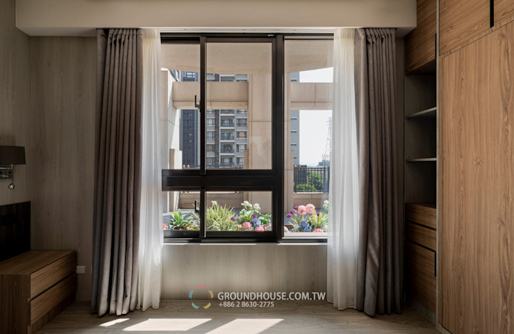 窗外的花隨著風也搖曳生姿 大地工房景觀公司 Tropical style balcony, veranda & terrace