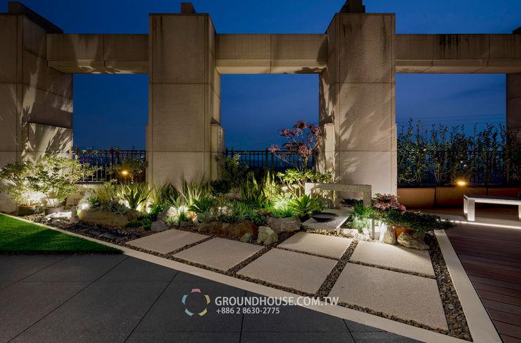 植物在燈光照射下也有另一種美感 大地工房景觀公司 Tropical style balcony, veranda & terrace