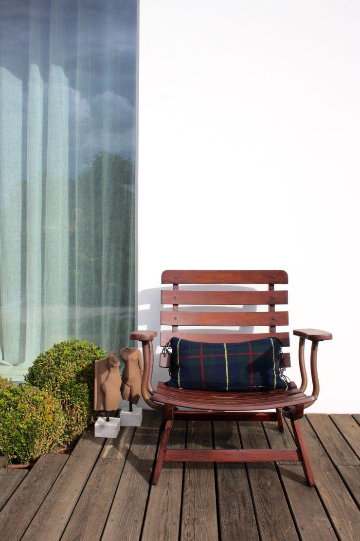 IN PACTO Eclectic style balcony, veranda & terrace