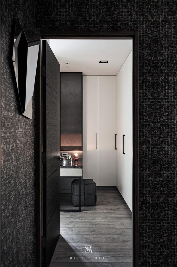 霏霧.烟波 Fog Floated 理絲室內設計有限公司 Ris Interior Design Co., Ltd. 更衣室