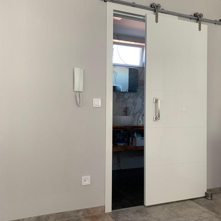 Puerta corredera del baño pequeño Marbag C.B Puertas correderas Madera Blanco