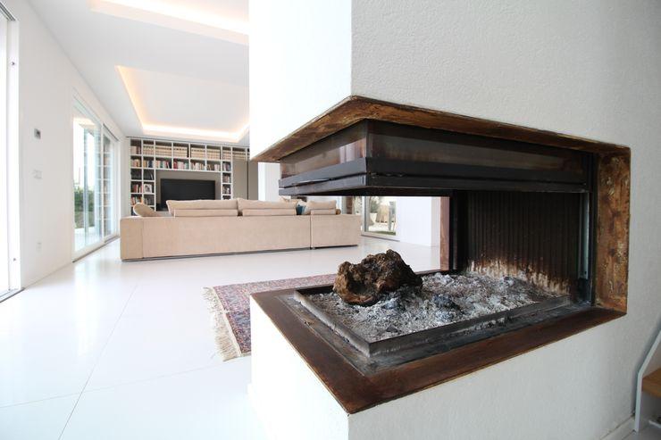 Giuseppe Rappa & Angelo M. Castiglione Modern living room Ceramic White