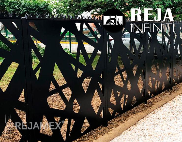 Reja INFINITI RMXLINES020-002 Rejamex Jardines en la fachada Metal Negro