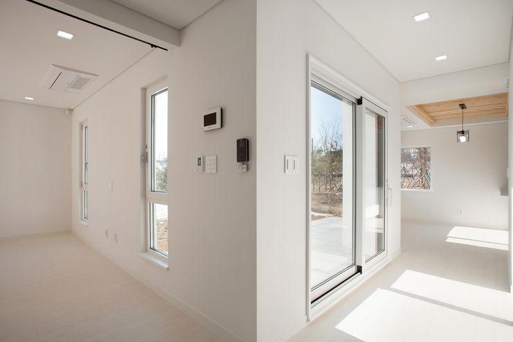 반디건축디자인 Modern Corridor, Hallway and Staircase