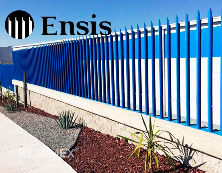 Reja Ensis Rejamex Jardines en la fachada Metal Azul
