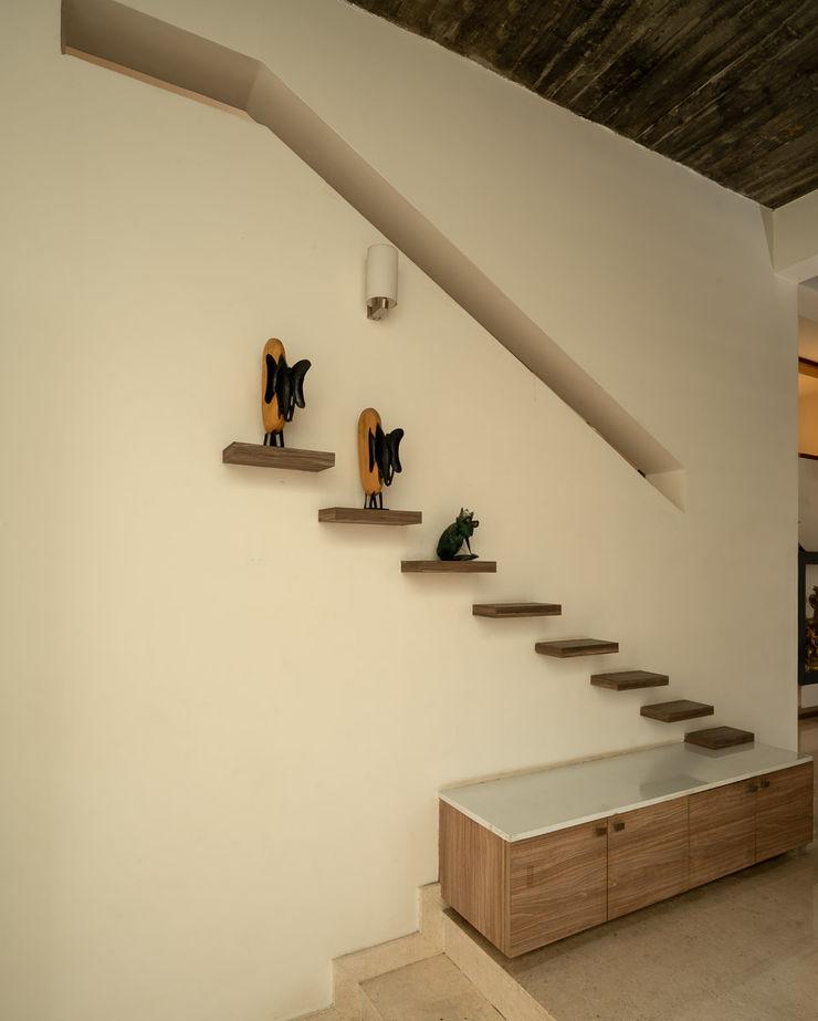 Ink Architecture Коридор, прихожая и лестница в модерн стиле