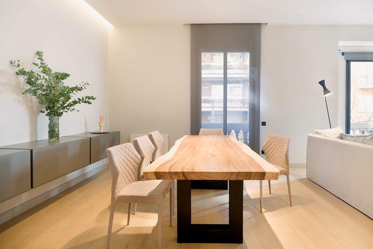 Home Staging de Lujo en Barcelona Markham Stagers Comedores de estilo moderno Acabado en madera