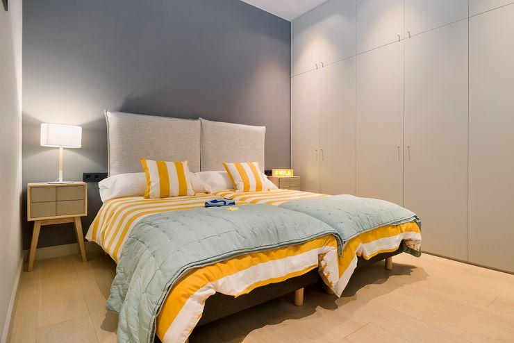Home Staging de Lujo en Barcelona Markham Stagers Habitaciones juveniles Gris