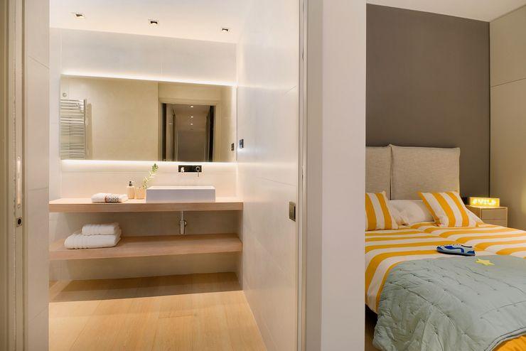 Home Staging de Lujo en Barcelona Markham Stagers Baños de estilo moderno