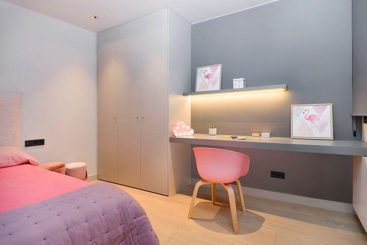 Home Staging de Lujo en Barcelona Markham Stagers Habitaciones de niñas Gris