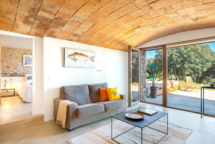Home Staging en Masía en Girona Markham Stagers Salones de estilo rural