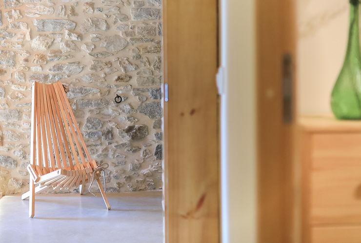 Home Staging en Masía en Girona Markham Stagers Pasillos, vestíbulos y escaleras de estilo rural