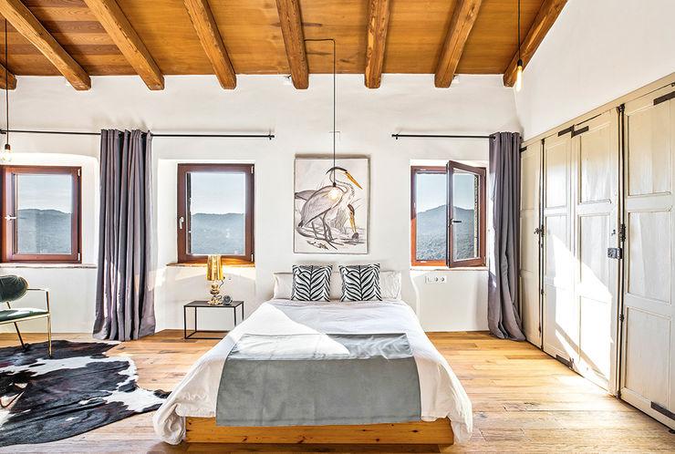 Home Staging en Masía en Girona Markham Stagers Dormitorios de estilo rural