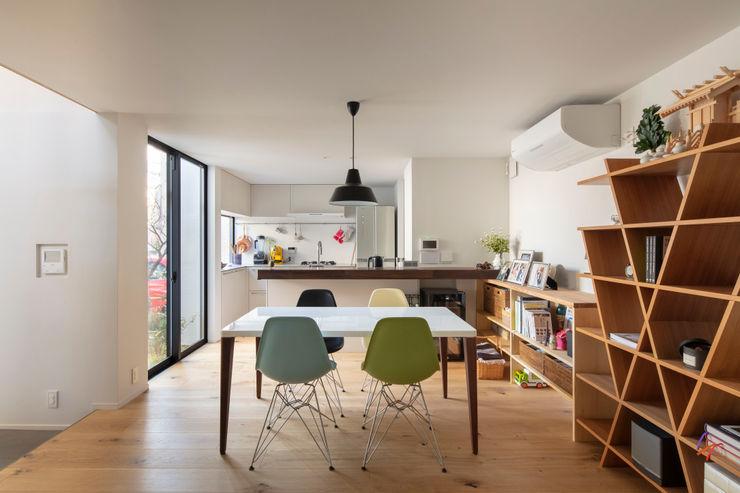 遠藤誠建築設計事務所(MAKOTO ENDO ARCHITECTS) 스칸디나비아 다이닝 룸 화이트