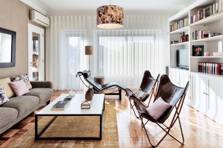 maria inês home style 地中海デザインの リビング