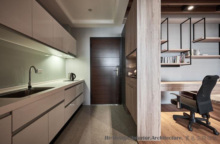 玄關&廚房 Hi+Design/Interior.Architecture. 寰邑空間設計 Eclectic corridor, hallway & stairs Wood