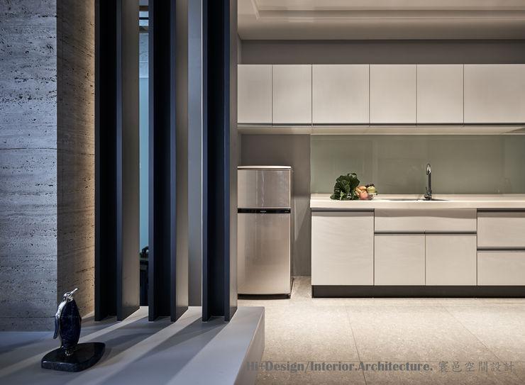 廚房 Hi+Design/Interior.Architecture. 寰邑空間設計 Modern dining room Wood White