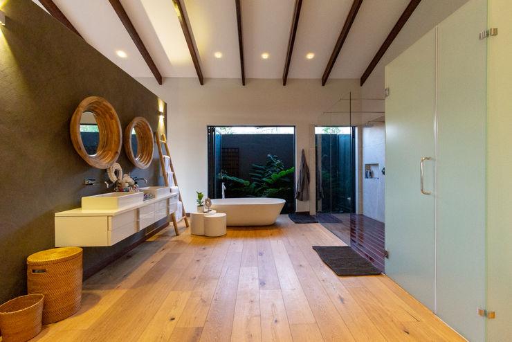 House Milne - Main Bathroom Hugo Hamity Architects Modern bathroom