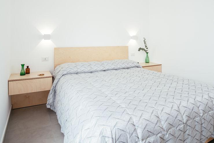 Camera Padronale manuarino architettura design comunicazione Camera da letto minimalista Legno Bianco
