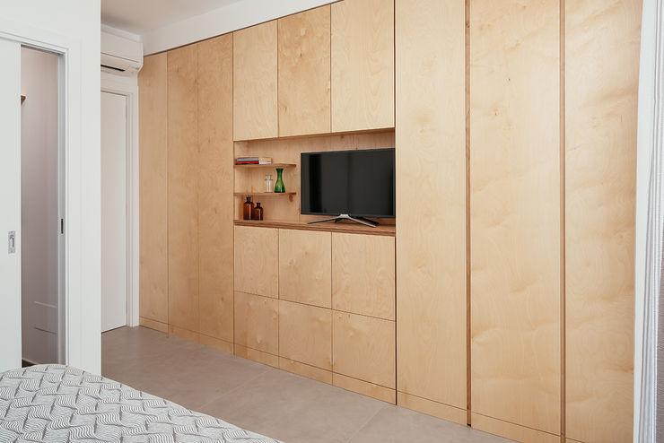 Parete divisoria manuarino architettura design comunicazione Camera da letto minimalista Legno Effetto legno