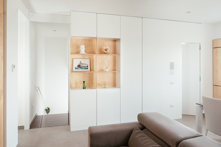 Ingresso manuarino architettura design comunicazione Ingresso, Corridoio & Scale in stile minimalista Legno Bianco