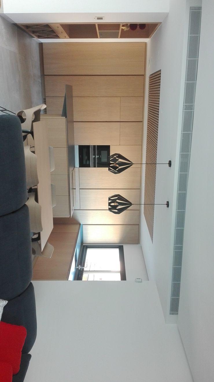NUÑO ARQUITECTURA Modern Living Room Chipboard Brown