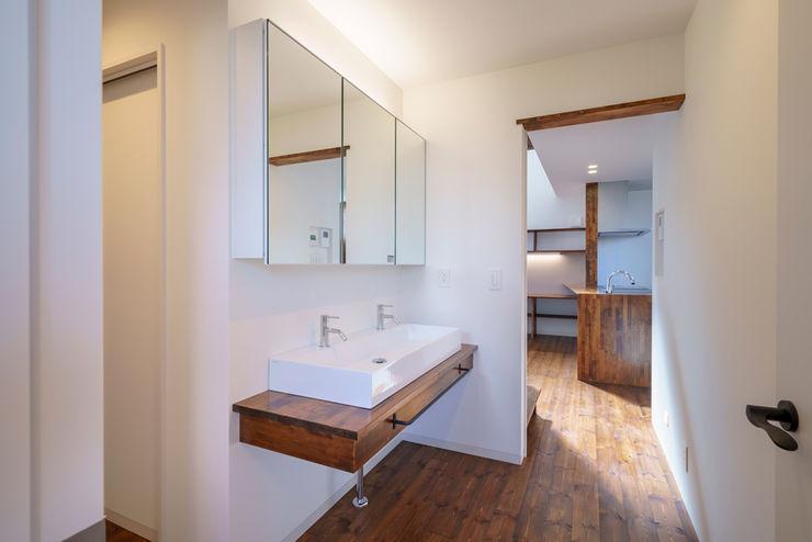 HouseT2 一級建築士事務所 ima建築設計室 オリジナルスタイルの 玄関&廊下&階段 白色