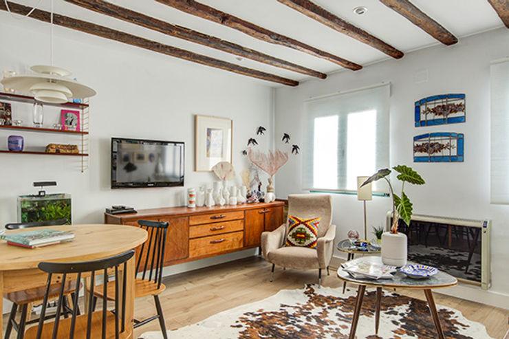 Decorando tu espacio - interiorismo y reforma integral en Madrid. 客廳餐具櫃 木頭 Brown
