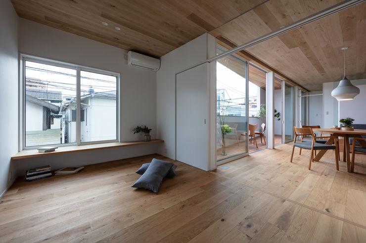 hm+architects 一級建築士事務所 Modern Bedroom Wood Wood effect