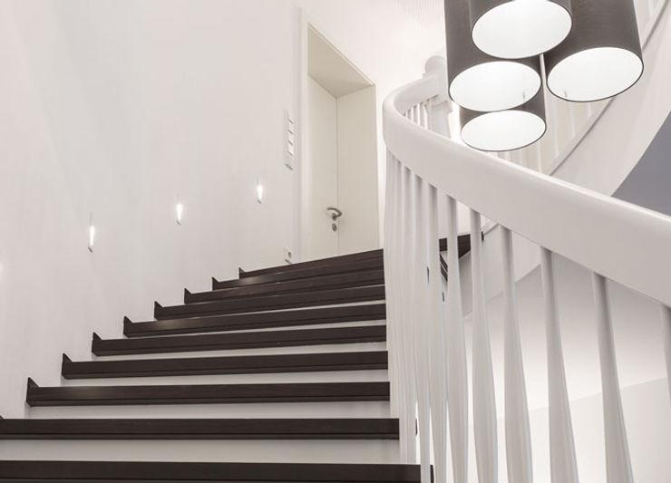 Gebogene Freitreppe zon Eichen - Handwerk und Interior Treppe Holz Braun