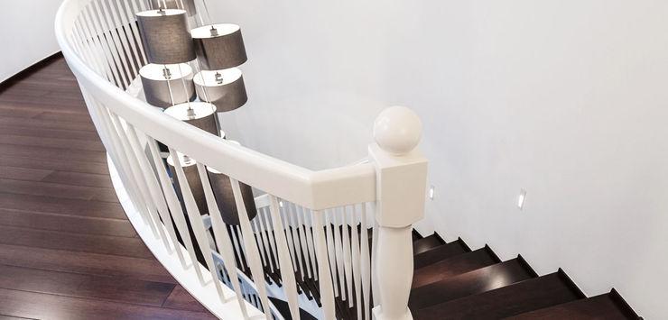 Elemente in Schleiflackweiß zon Eichen - Handwerk und Interior Treppe Holz Braun