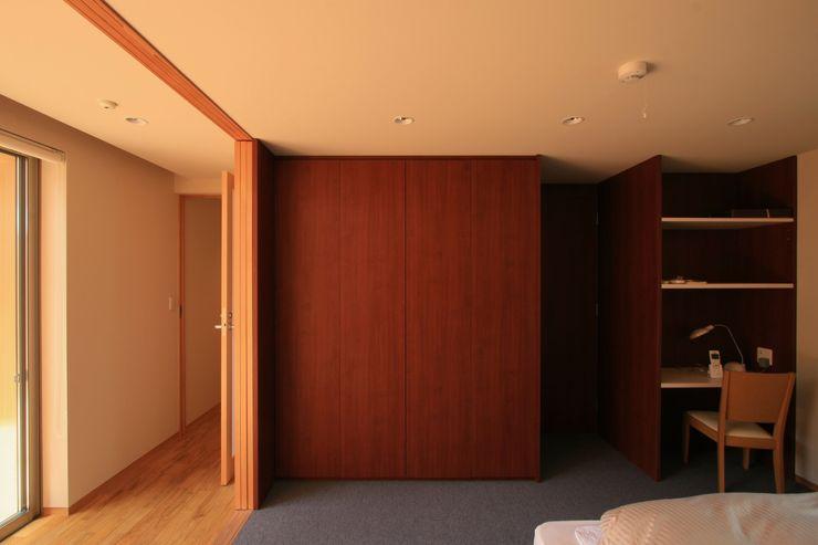 ホテルのような寝室 TOGODESIGN 北欧スタイルの 寝室 合板(ベニヤ板) 木目調